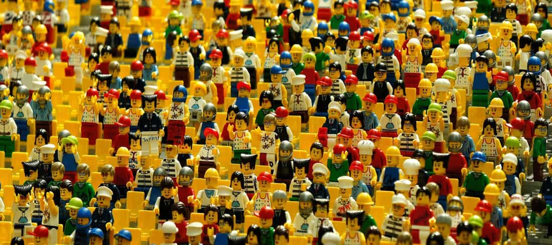 crowd-playmobile